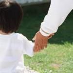 ん?子供が手を動かさない。思い返せば手を引っ張っちゃった・・・(肘内障について)
